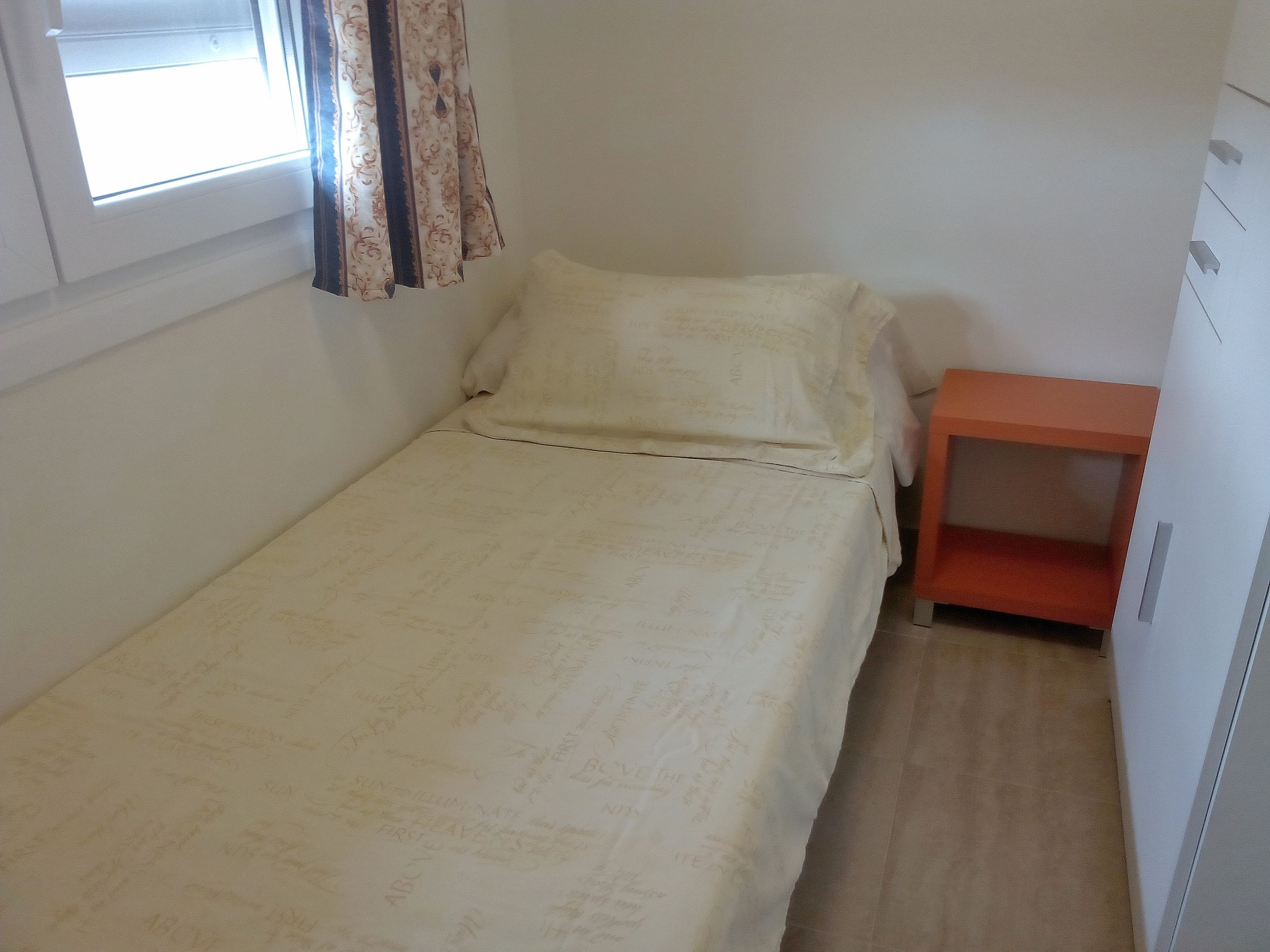 Single bedroom.jpg